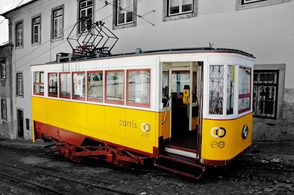 lisbon-train-nostalgic-portugal-traffic-old-town