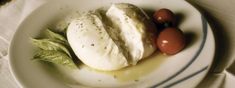 Que tal um almoço de domingo diferente? Uma Burrata pode surpreender.